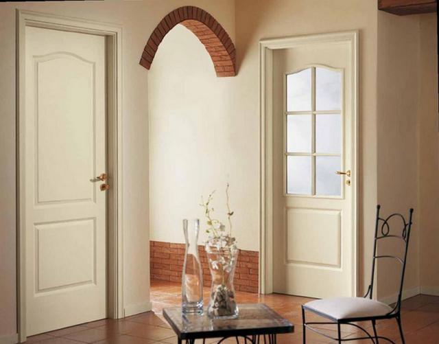 """Обычные распашные двери - """"глухая"""" и с остеклением"""