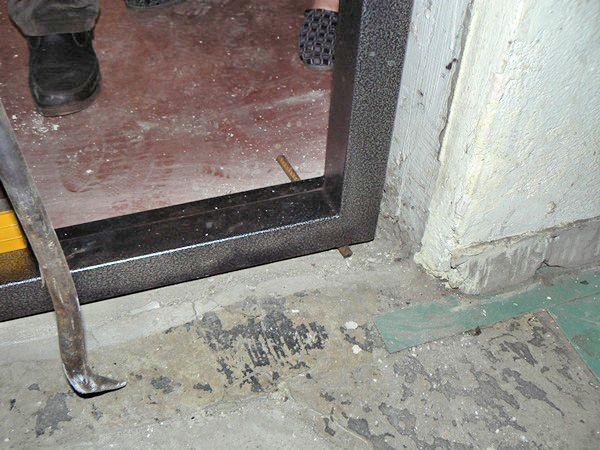 правильный монтаж входной двери метал