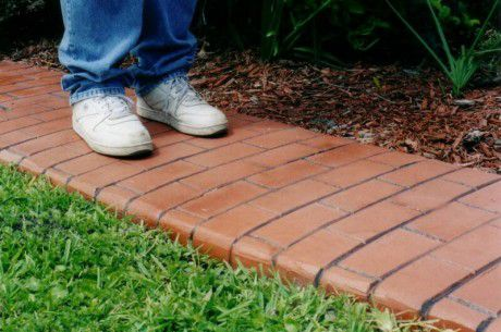 Садовые дорожки из кирпича своими руками: инструкция с