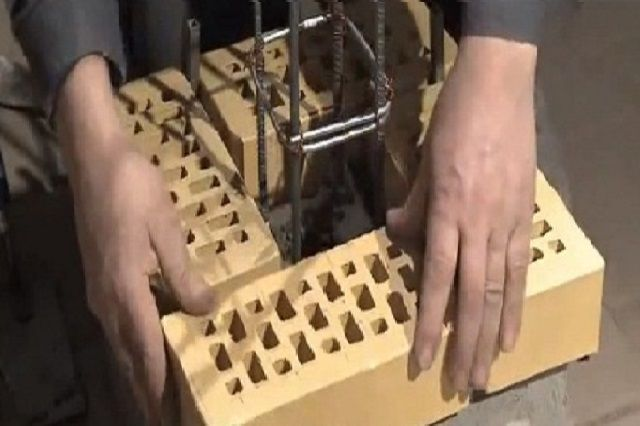 Укладка кирпичного столбика