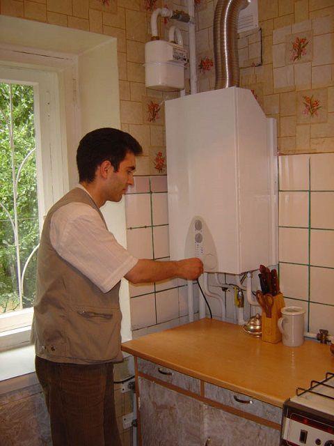 Компактный газовый котел может быть установлен и на кухне