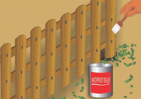 Красим забор, если не сделали это ранее