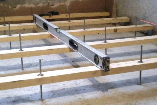 Крепление лаг к бетонному полу
