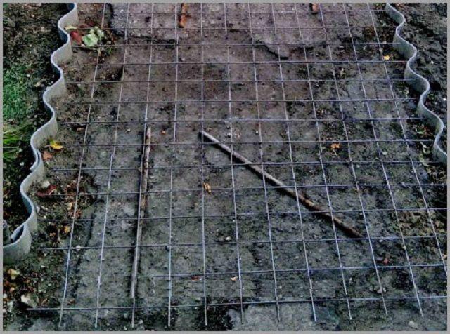 Армирование садовой дорожки перед заливкой бетоном