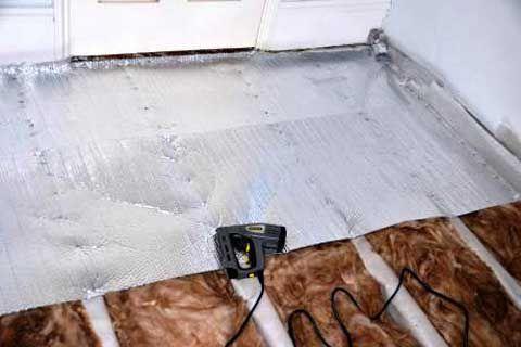 Укройте утеплитель вторым слоем паро- либо гидроизоляции