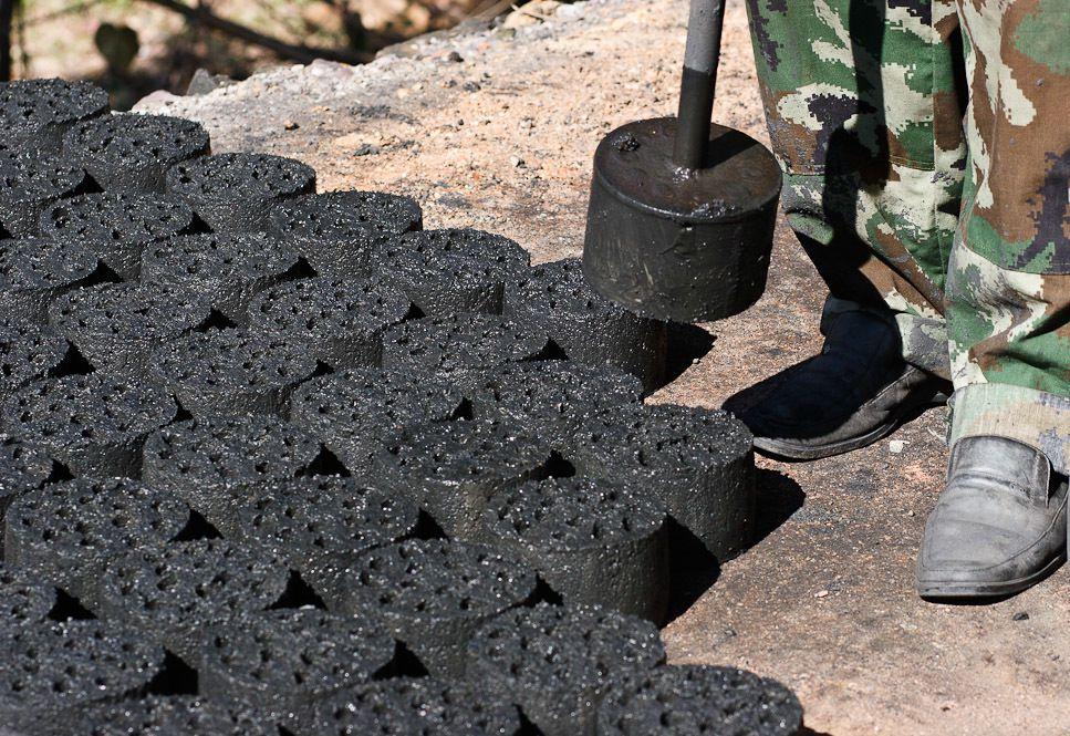 Угольный брикет своими руками