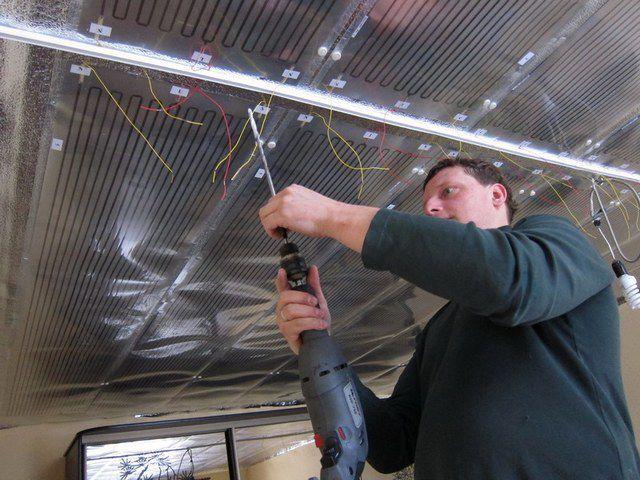 Если потолок - бетонная плита, то придется повозиться подольше