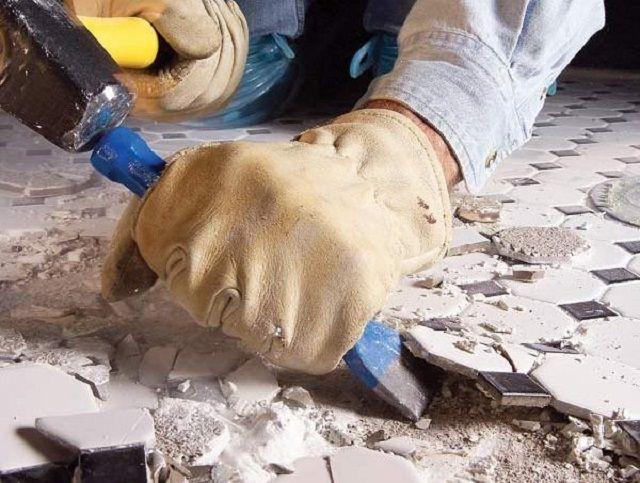 Демонтаж напольного плиточного покрытия