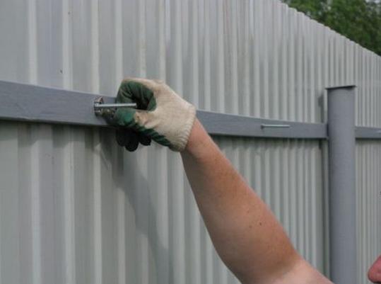 Забор из профнстила своими руками