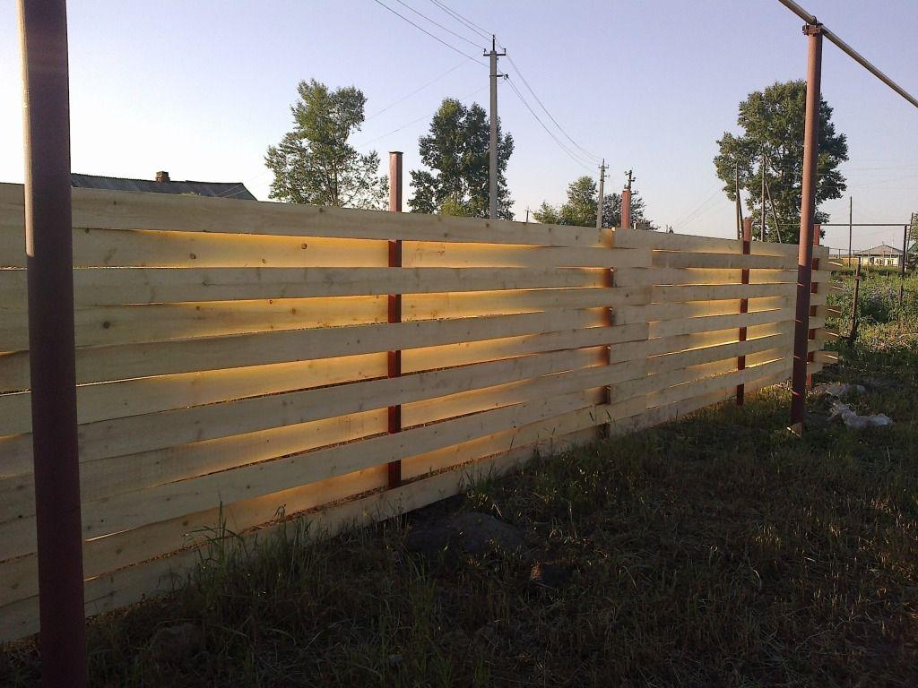 Забор плетеный из досок