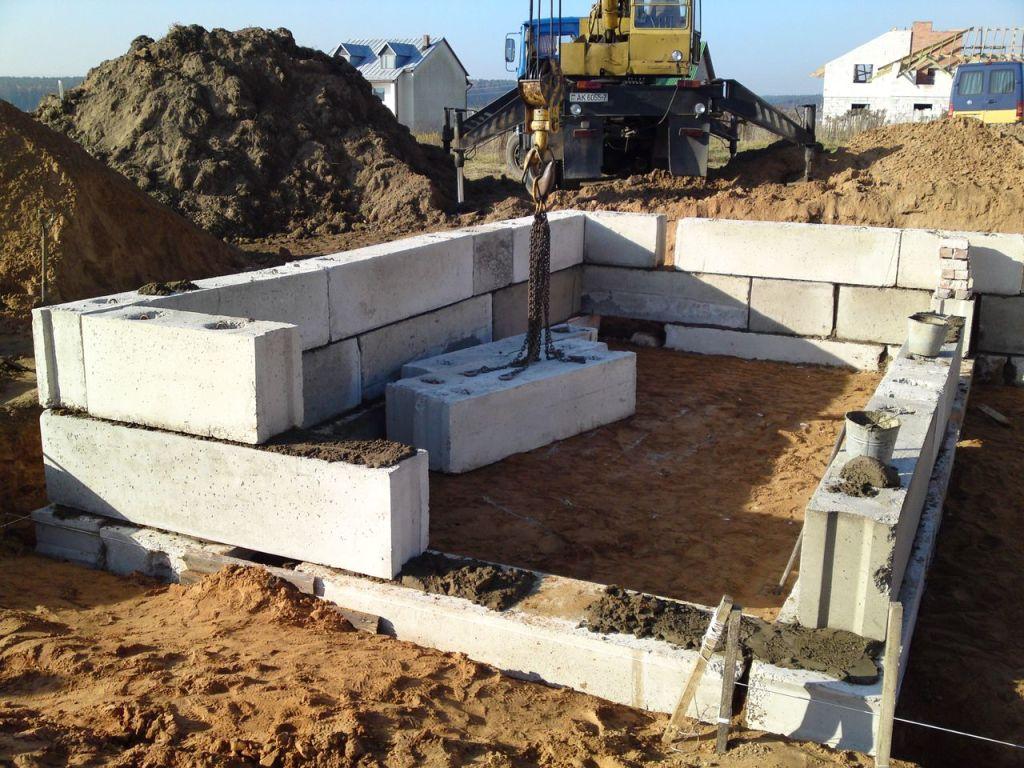 Дом из фундаментных блоков
