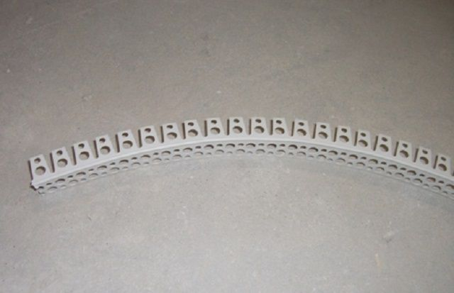 Перфорированный пластиковый профиль для отделки углов
