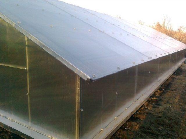 Крыша после установки листов поликарбоната