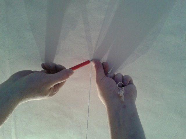 Перенос точки на потолок с помощью отвеса - вид сверху ...