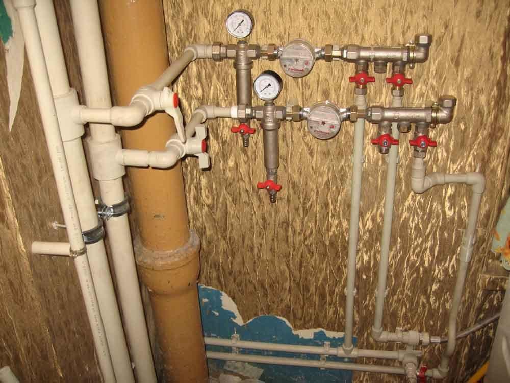 Трубы - это еще и система кранов, фильтров, водомеры и коллекторы.