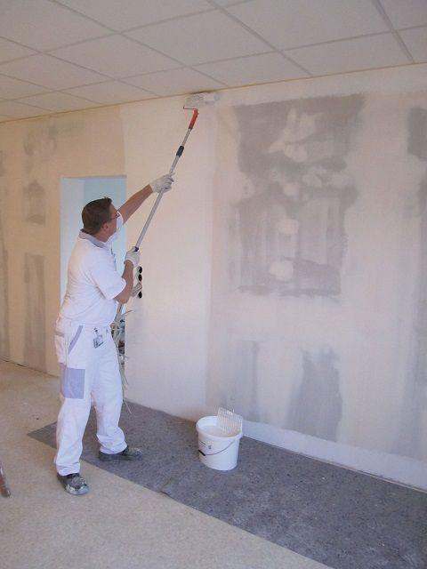 Окончательно перегородку можно покрасить водоэмульсионной краской
