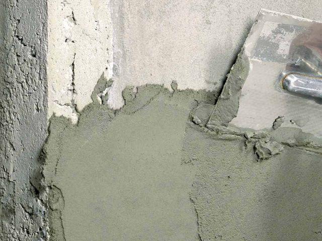 Выштукатуривание бетонированной стенки