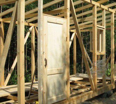 Установлены окна и двери