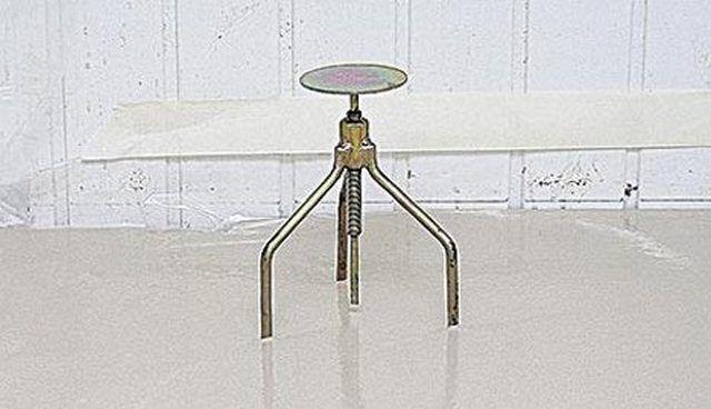 Маячок-репер с регулируемым центральным штырем