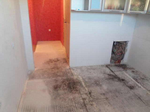 Если сухая стяжка случайно пропиталась водой, то без демонтажа покрытия не обойтись