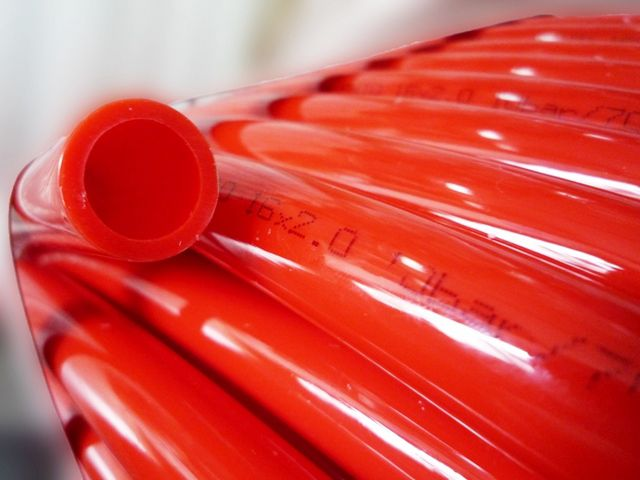 Труба PE-Xb может, как исключение, подойти лишь для низкотемпературного контура теплого пола