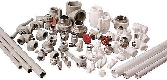 Полипропиленовые трубы и комплектующие к ним представлены в  магазинах в огромном многообразии