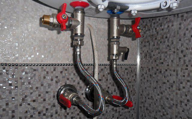 Спускной вентиль между клапаном и бойлером вполне допустим, но только на тройнике