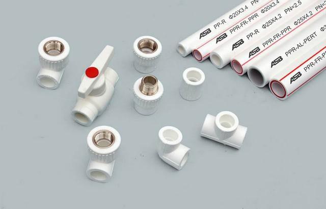 PP-R используется в самых разных комбинациях труб