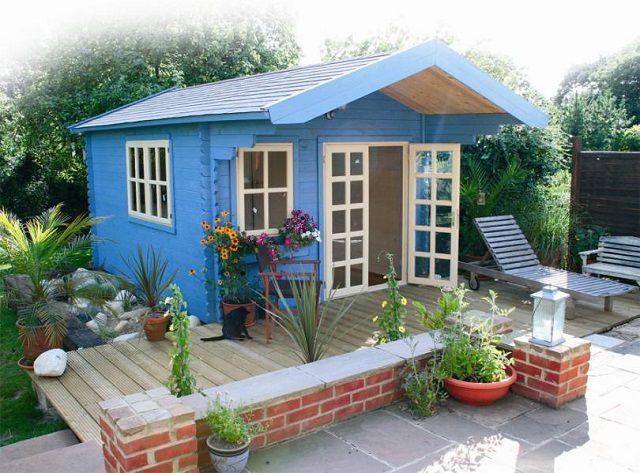 Такой миниатюрный домик вообще не имеет чердака