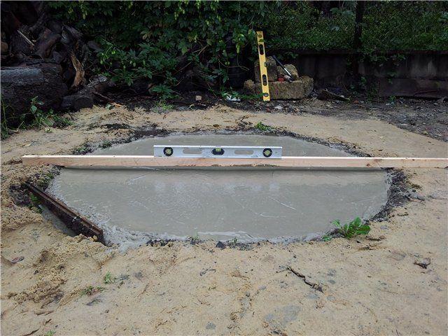 В завершении - фундамент заливается бетоном