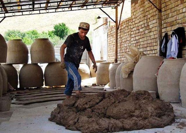 Вымешивание глиняного раствора