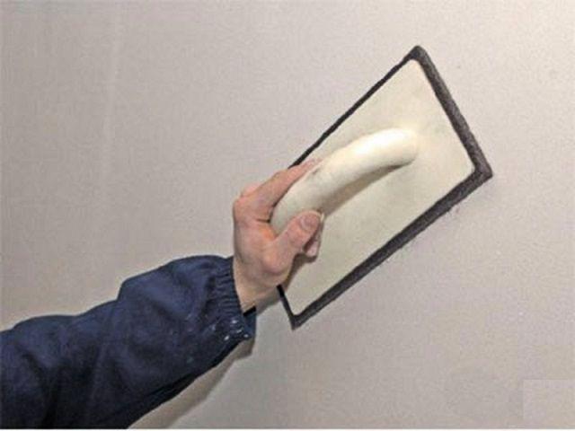 Затирка поверхности стены
