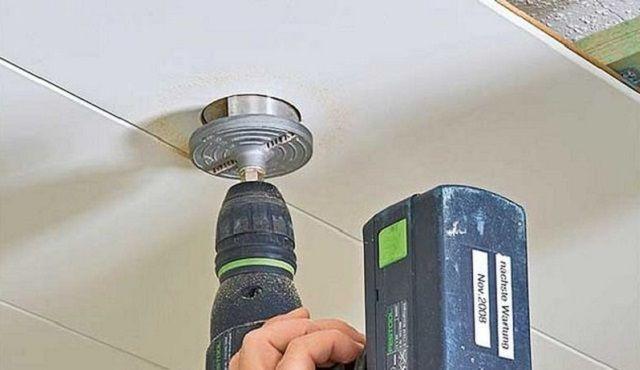 Вырезание окна для установки светильника