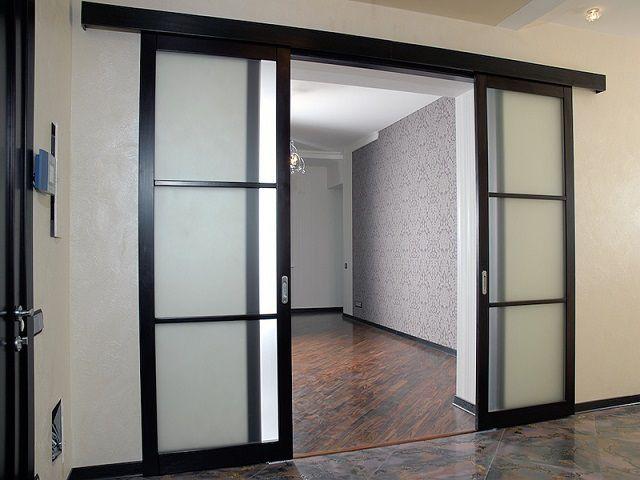Двери купе позволяют экономить пространство помещений