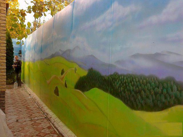 Задача для креативных хозяев - художественная роспись (граффити) на заборе