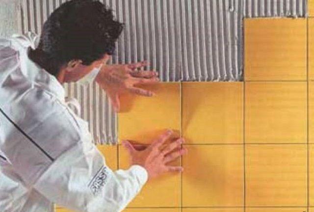 Укладка плитки на поверхность стены