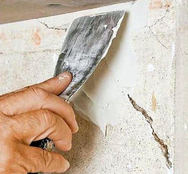 Заполнение трещин ремонтным составом