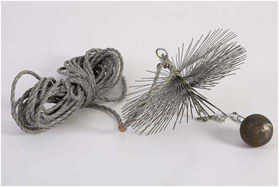 Классический инструмент трубочиста - веревка с ядром и щеткой