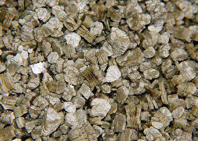 Так выглядит натуральный материал - вермикулит