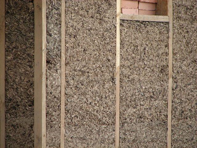 Стена, утепленная матами из смеси глины с опилками