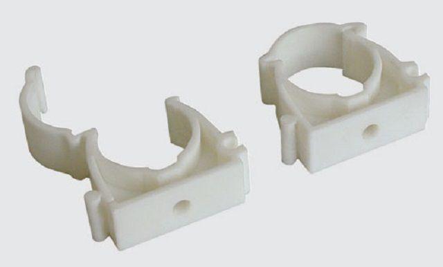Клипсы могут применяться для крепления труб к раме