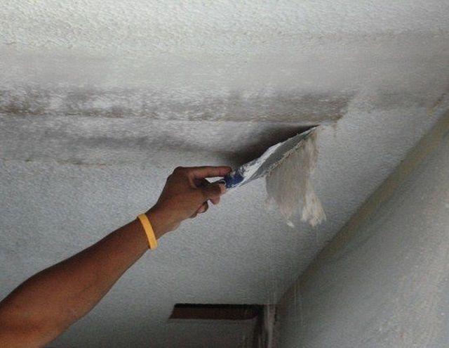 Работа всегда начинается с очистки от старого покрытия