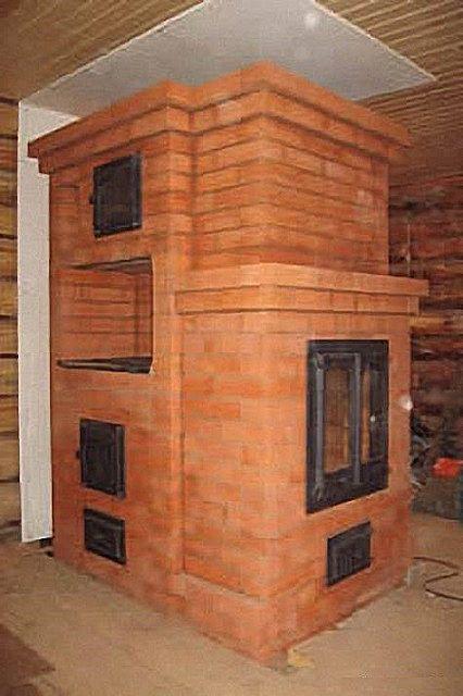 Кирпичная печь с каминным порталом