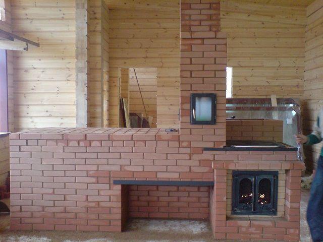 прямоугольная печь, делящая помещение на две зоны
