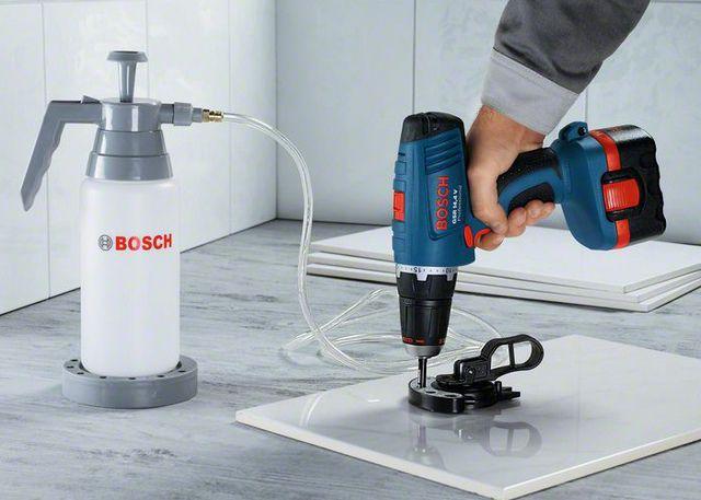 Сверление керамической плитки с использованием кондуктора и с принудительным нагнетанием охлаждающей жидкости