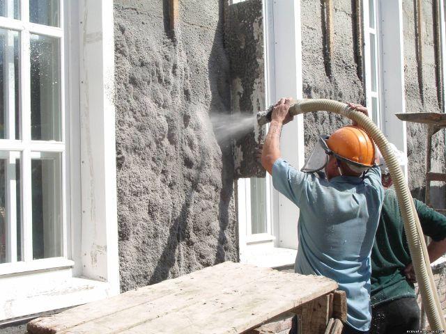 Процесс напыления эковаты на наружные стены
