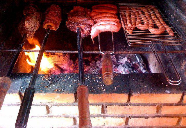"""Возможно, слово """"барбекю"""" пошло от """"варварского"""" приготовления пищи в очагах и на кострах"""