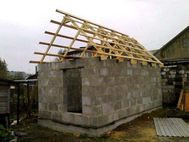 Конструкция крыши - без мауэрлата. Стропильные ноги крепятся непосредственно к балкам перекрытия