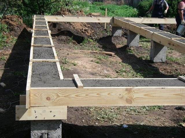Столбчатый фундамент, обвязанный армированным бетонным ростверком