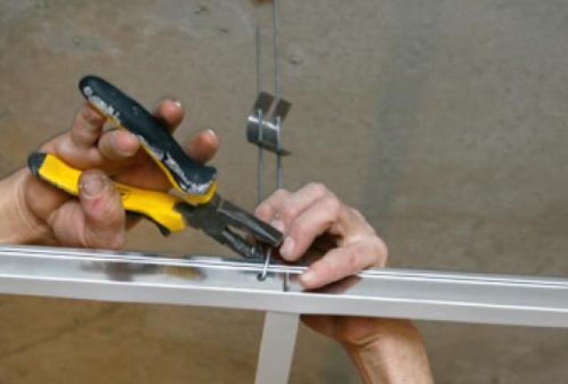 Крюки, для надежности, можно поджать плоскогубцами